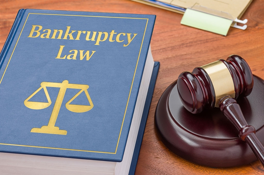 What Are the Advantages and Disadvantages of Filing Bankruptcy?